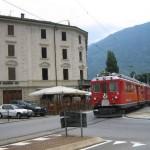 """""""Trenino rosso"""" nella piazza del Santuario di Madonna di Tirano"""
