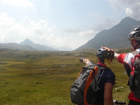 La in fondo, il passo Bernina